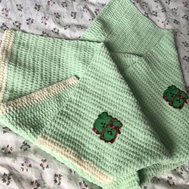 Zelená háčkovaná deka