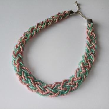 Prepletaný náhrdelník